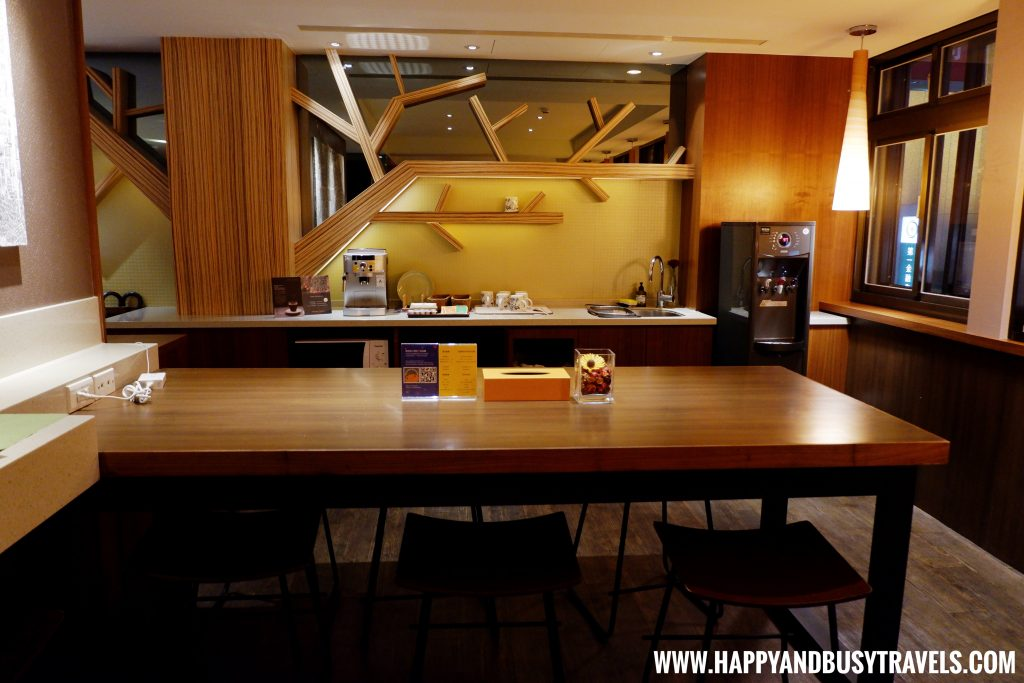 dining table of Orange Hotel Kaifong Happy and Busy Travels to Taiwan