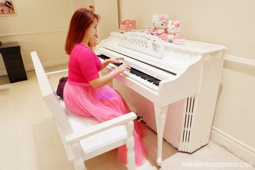 Piano in hello kitty house