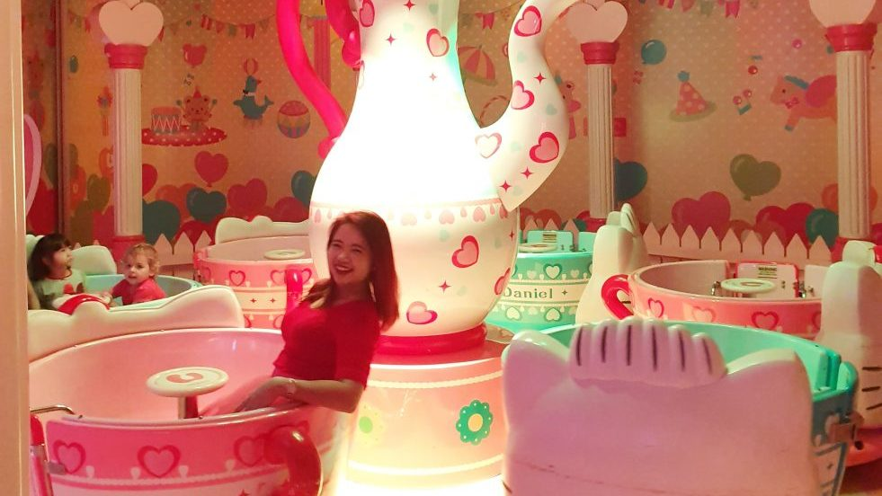 hello kitty tea cup ride