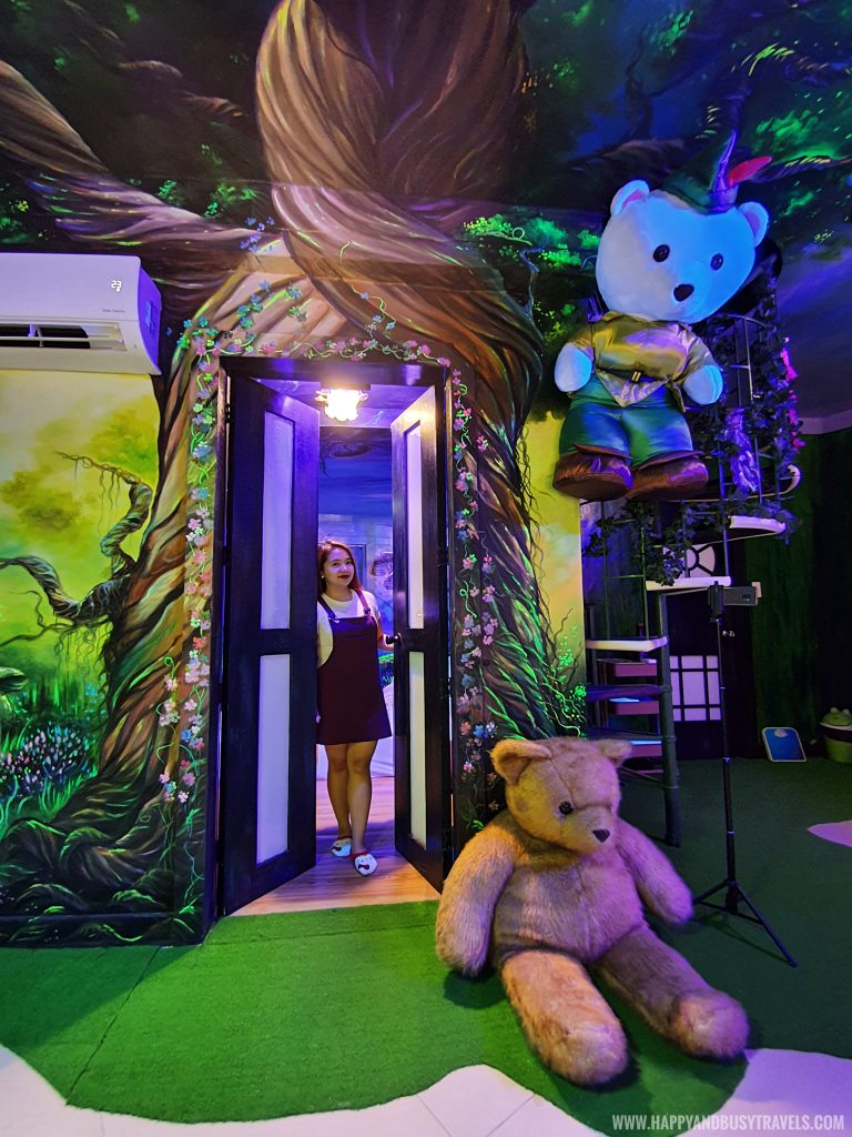 Enchanted Forest room Bearseum Suites Hotel in Tagaytay Happy and Busy Travels review