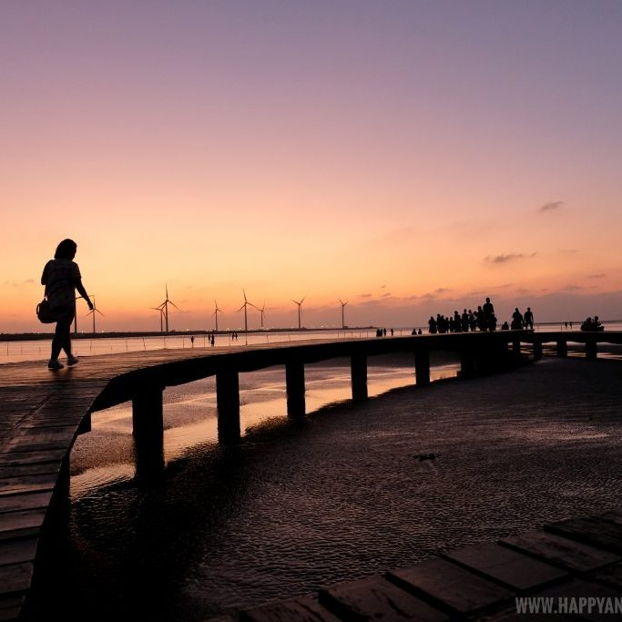 sunset in Gaomei Wetlands 高美溼地 Taichung - Happy and Busy Travels to Taiwan