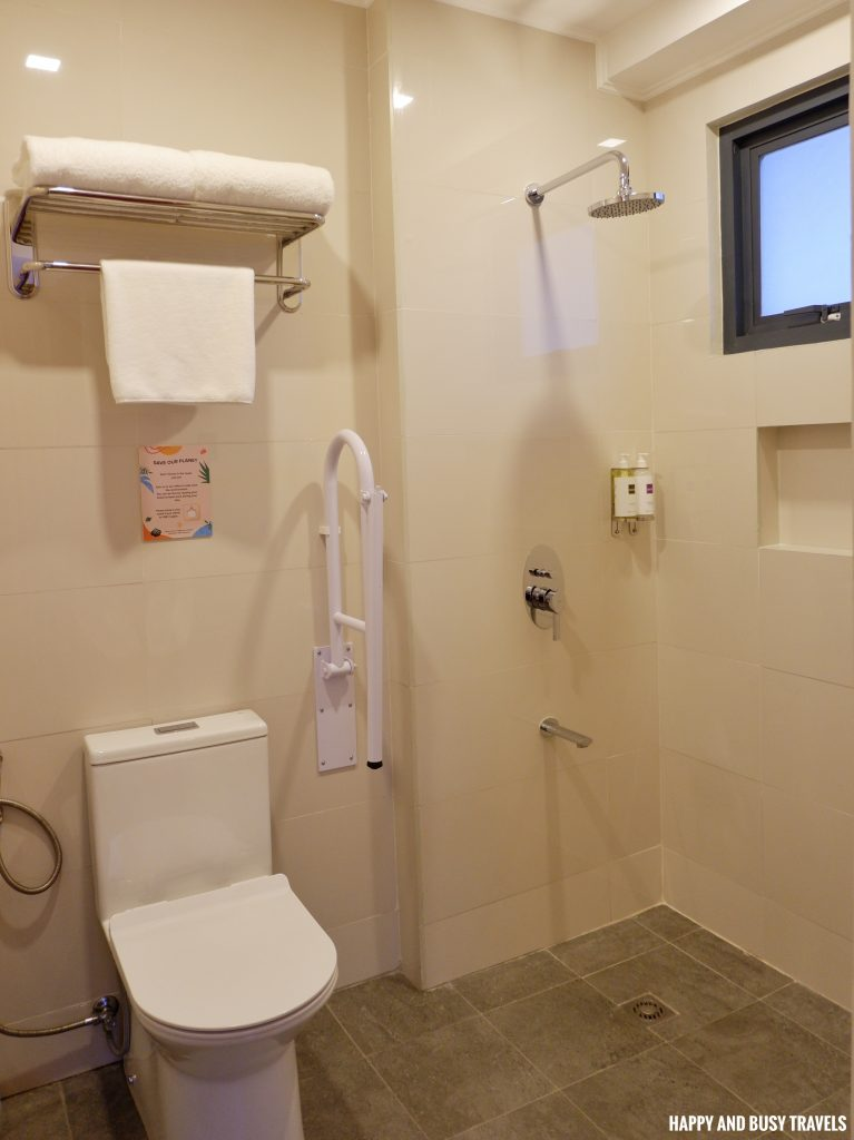 comfort room twin room Unwnd Lux Hostel Poblacion Makati - Happy and Busy Travels review