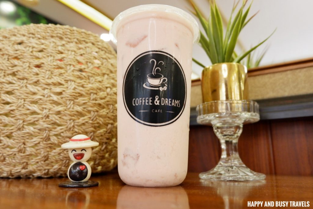 Strawberry and Apple Smoothie Coffee and Dreams Tagaytay - Happy and Busy Travels Where to eat in Tagaytay